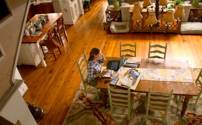 Jennifer Garner sitting at kitchen table and talking on phone