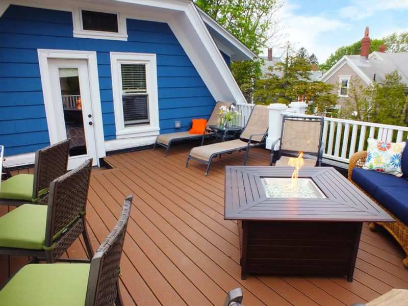 Upstairs deck with fire pit