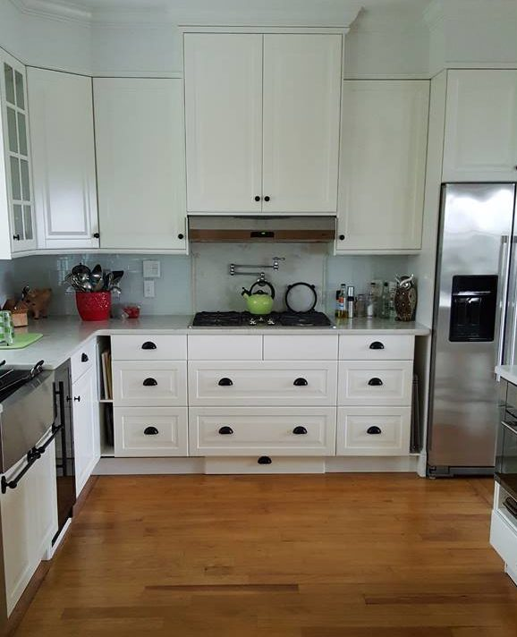 White kitchen with black drawer pulls