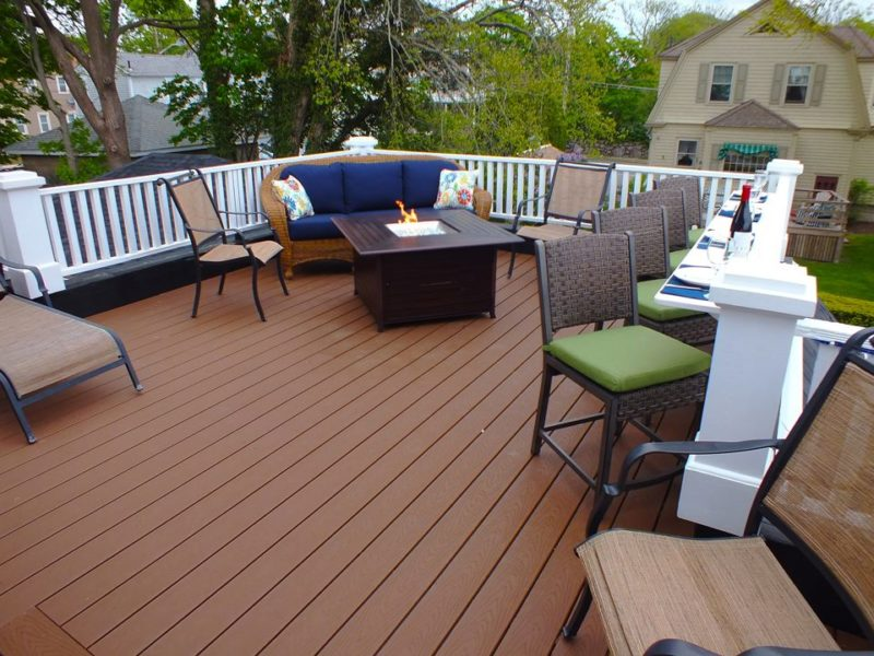 Upper deck with outdoor furniture and fire pit
