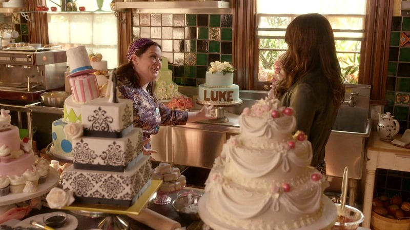 Sookie and Lorelai in the kitchen of the Dragonfly Inn