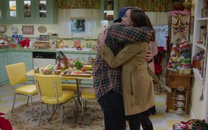 Luke and Rory hugging in the kitchen