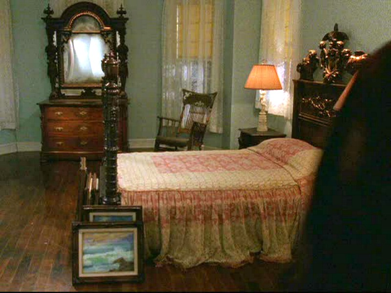 lorelais-bedroom-after-the-remodel-with-lukes-family-heirloom-furniture