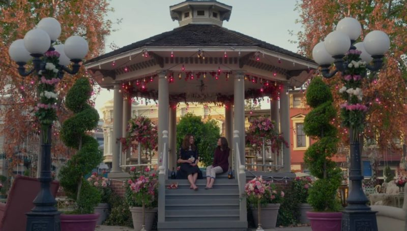 stars-hollow-gazebo-fall-gilmore-girls-year-in-the-life