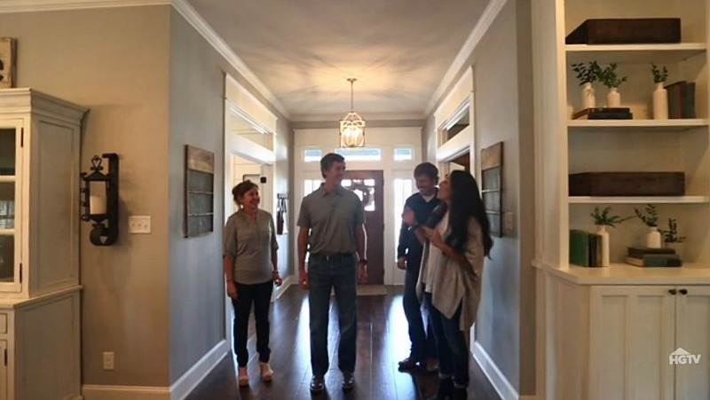 Three Little Pigs episode Fixer Upper reveal