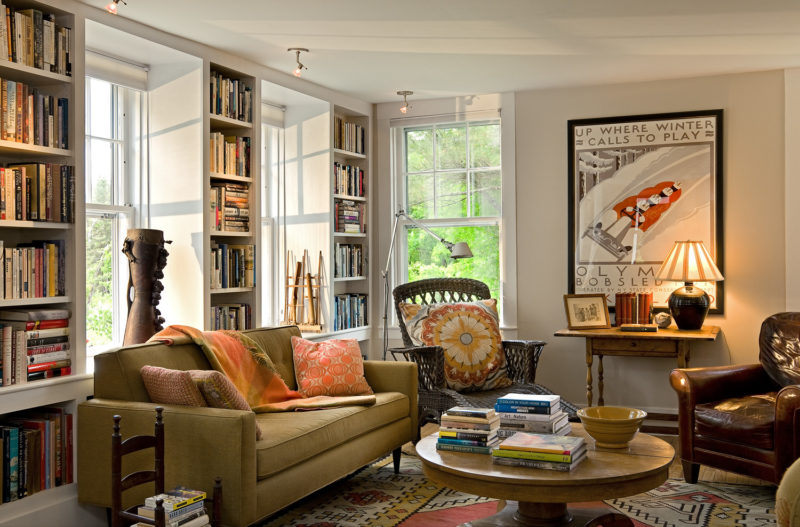 A living room filled with furniture and bookshelves