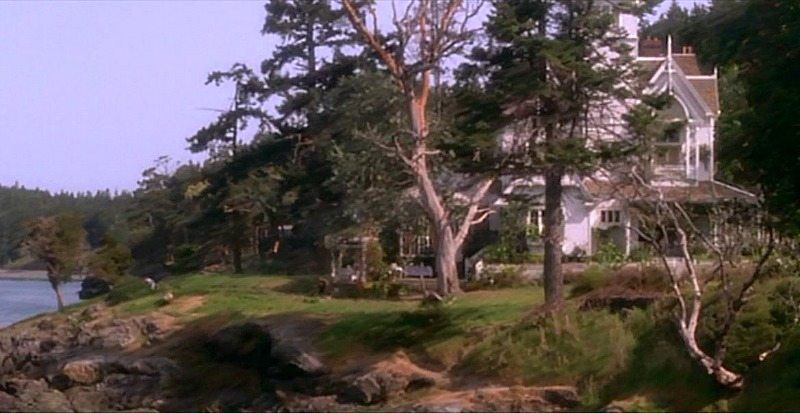 Victorian on the water in Practical Magic movie