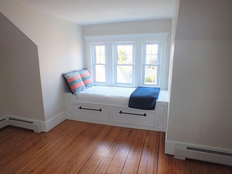 Window seat in dormer window of bungalow