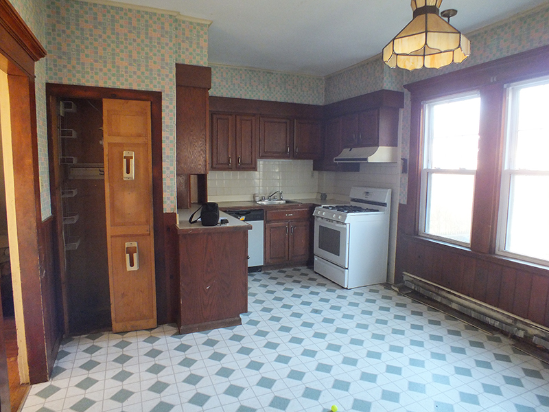 Bungalow Kitchen BEFORE