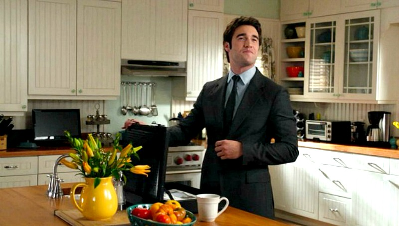 Daniel in Emily's kitchen Revenge
