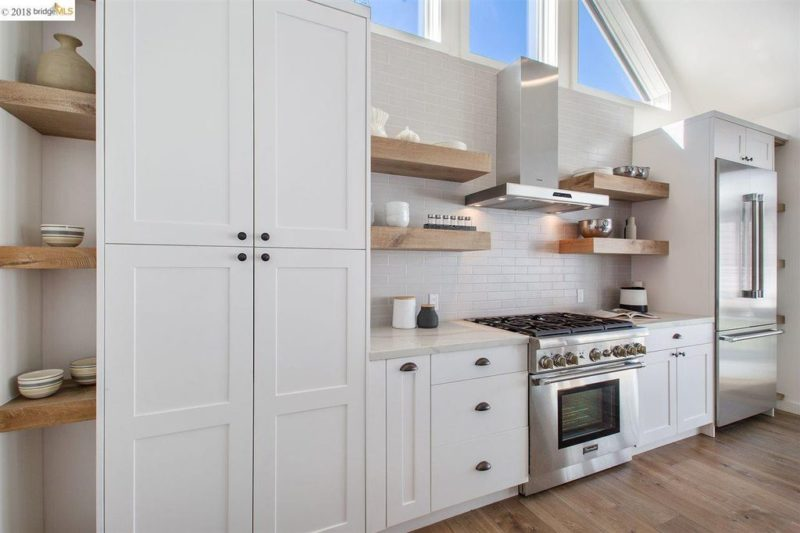 Oven range with stainless hood