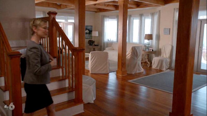 Inside Emily Thorne\'s beach house on Revenge with slipcovers over furniture