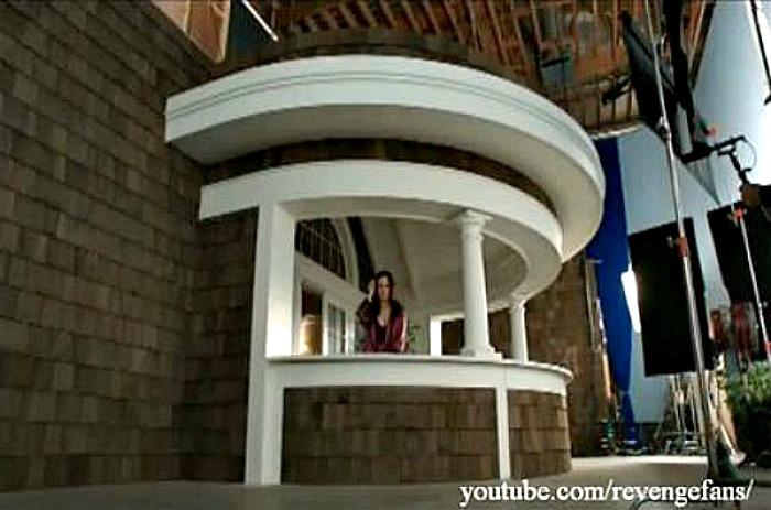 Revenge-Victoria's balcony set