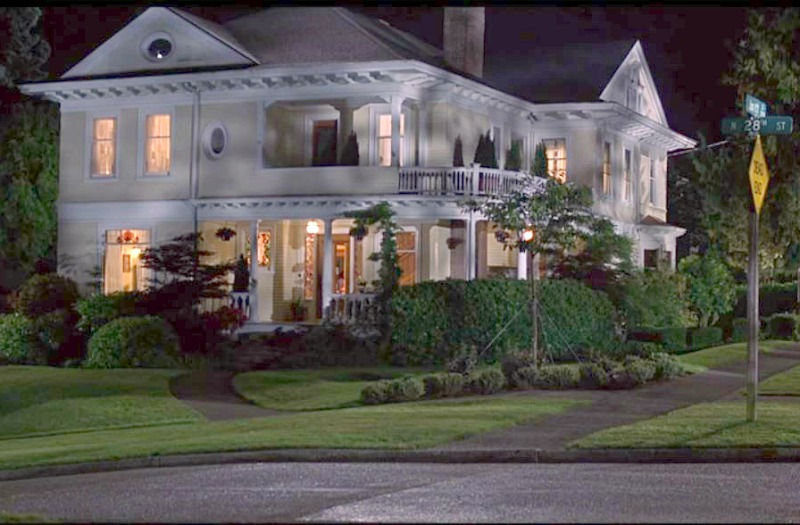 Screenshot 10 Things I Hate About You Victorian at night