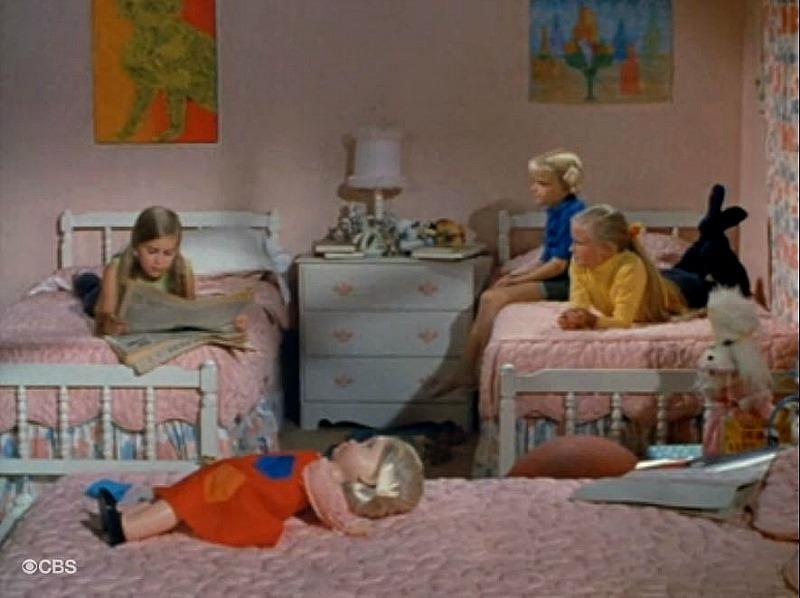Brady Bunch Girls Bedroom SSN1