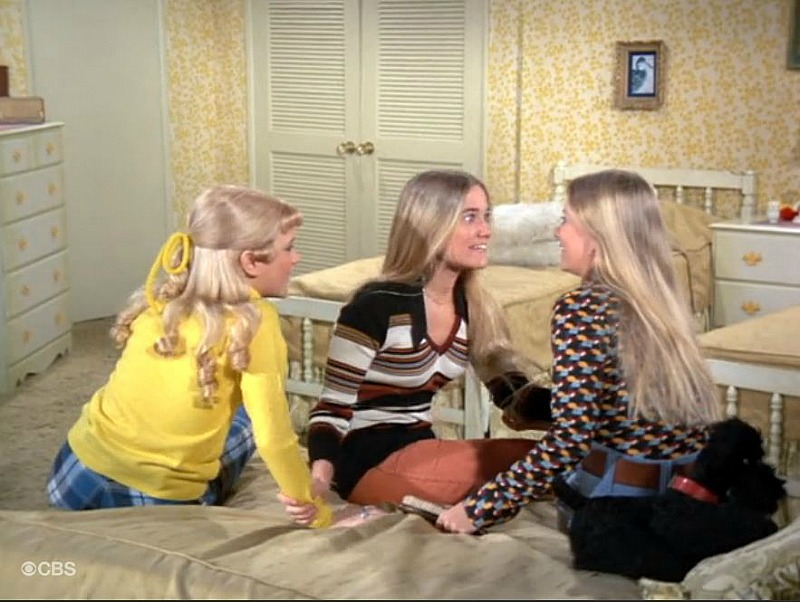 Brady Bunch Girls Bedroom Yellow SSN5
