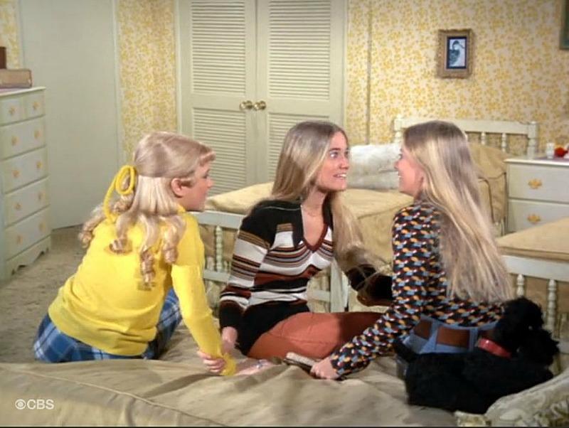 Brady Bunch Girls Bedroom Yellow SSN5
