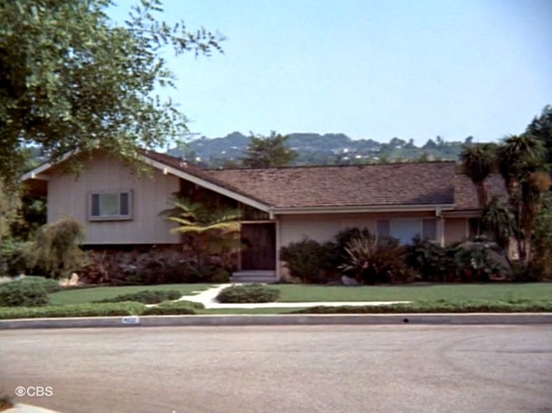 Brady Bunch House exterior final episode SSN5