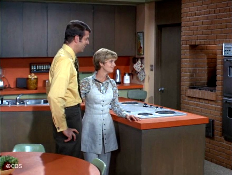 Brady Bunch Kitchen SSN2 Mike and Carol