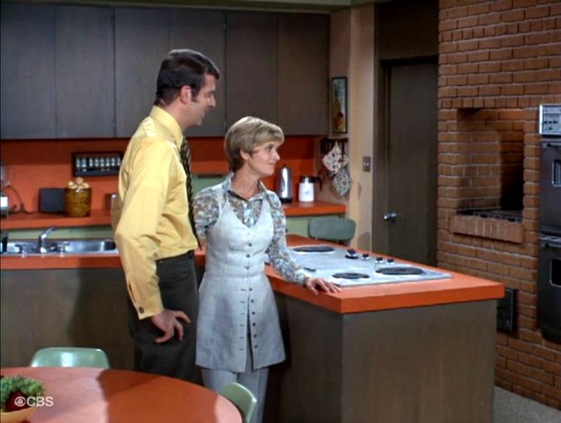 Brady Bunch Kitchen SSN2 Mike and Carol