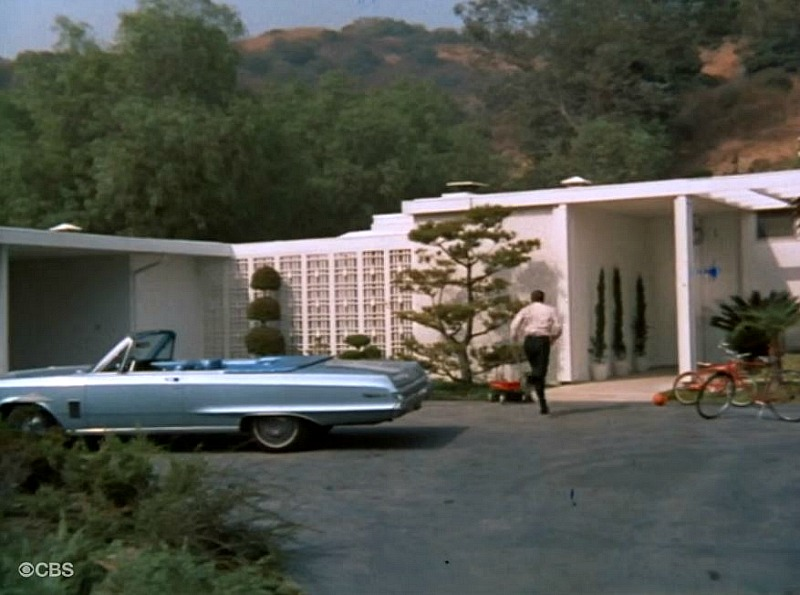 Brady Bunch house in the pilot episode
