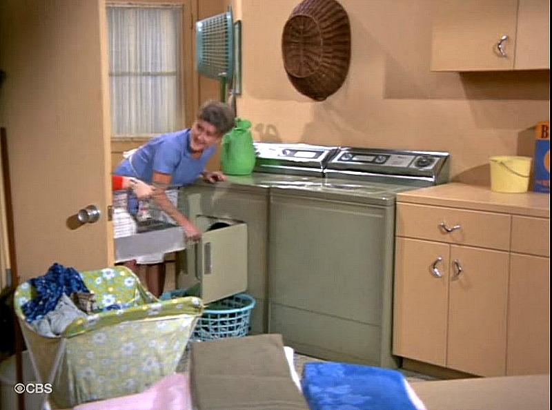 Brady Bunch service porch laundry SSN5