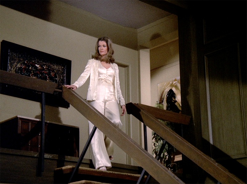Jessica Walter on Brady Bunch set in Mannix