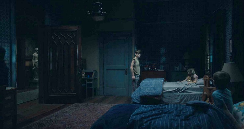 Netflix Haunting of Hill House screenshot - bedroom