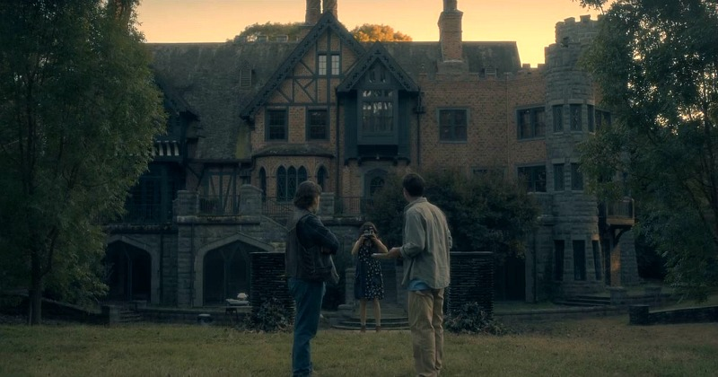 Haunting of Hill House screenshot exterior