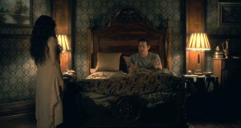 Netflix Haunting of Hill House screenshot - bedroom