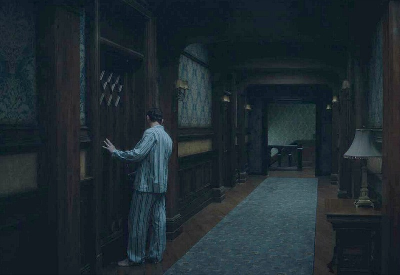 Netflix Haunting of Hill House screenshot - bedroom hallway