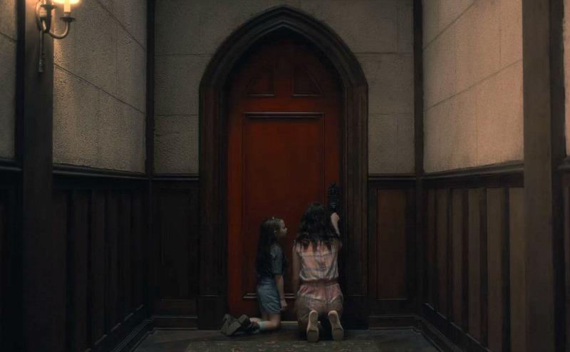 Netflix Haunting of Hill House screenshot - red door