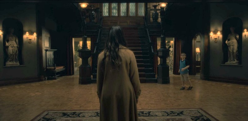 Netflix Haunting of Hill House screenshots - staircase