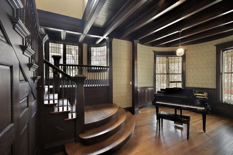 Entry hall with grand piano