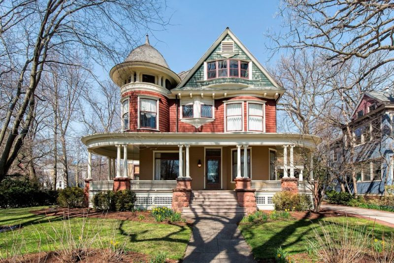 Victorian in Kevin Costner movie Dragonfly For Sale