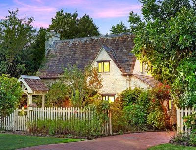 Fig Tree Cottage Tamborine Mtn Queensland white picket fence