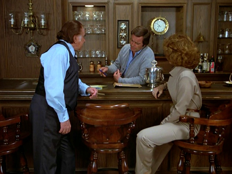 Celebrity Dining: Hart to Hart House Living Room Bar