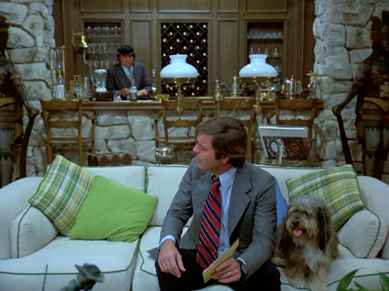Celebrity Dining: Hart to Hart living room bar in pilot episode