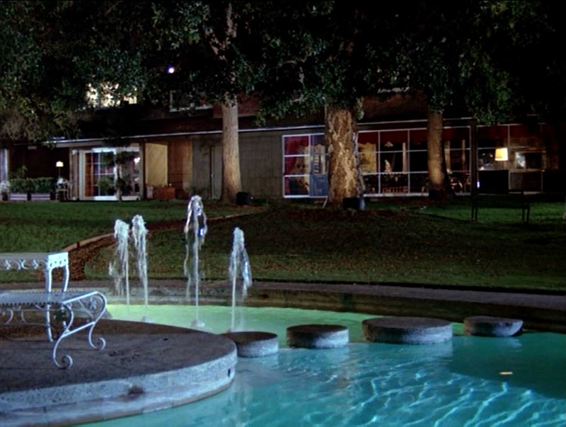 Celebrity Dining: Hart to Hart TV show back of house with pool at night