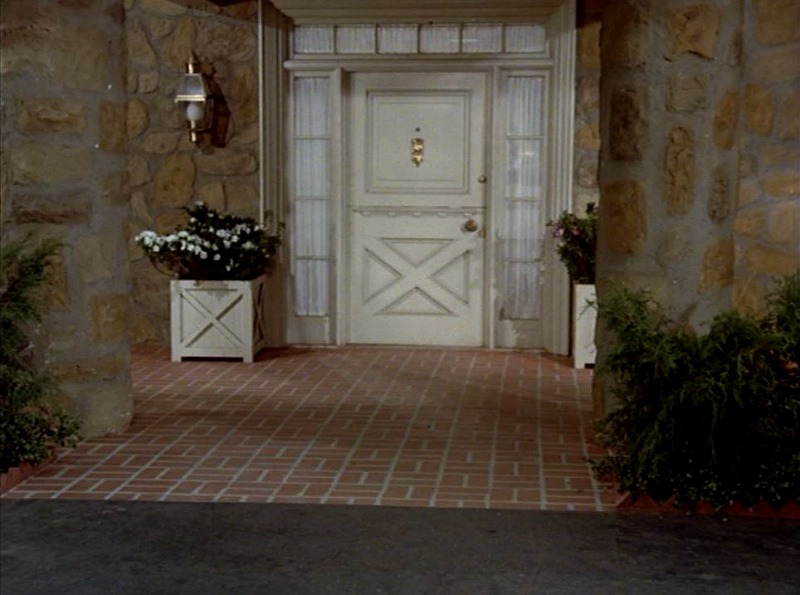 Celebrity Dining: Hart to Hart front porch on soundstage