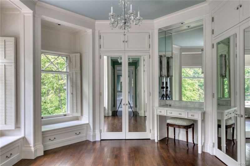Mirrored doors and vanity table in bathroom