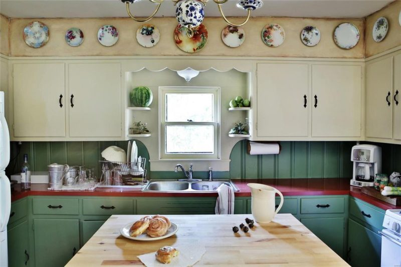 Kitchen sink with decorative plates on wall