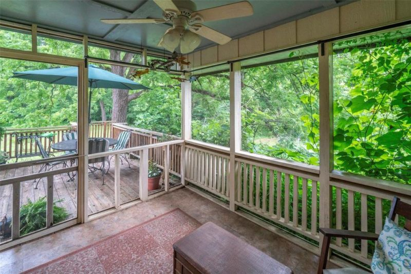 Screened porch with ceiling fan