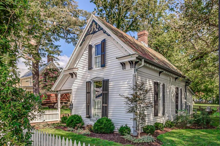 Sweeney Cottage Vacation Rental by Holly Williams