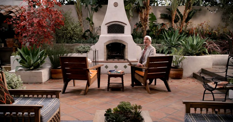Sol Bernstein's house back patio on Grace and Frankie