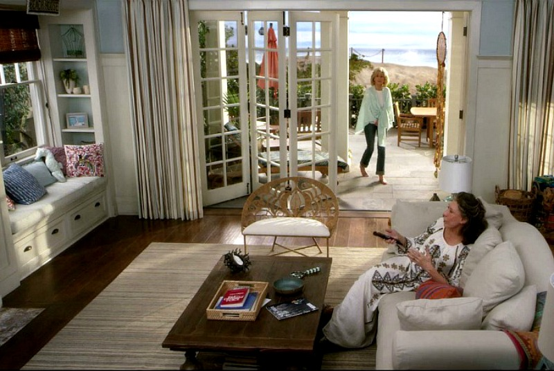 Grace and Frankie on Netflix Beach House living room
