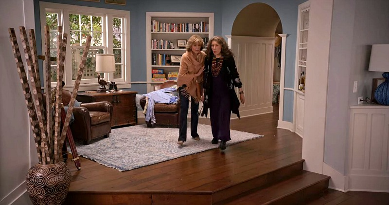 sitting room behind the living room on Grace and Frankie