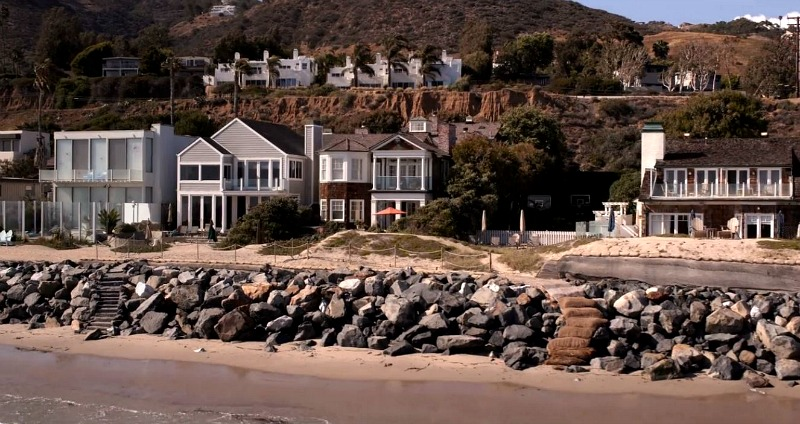 wide shot of Malibu Broad Beach Grace and Frankie house