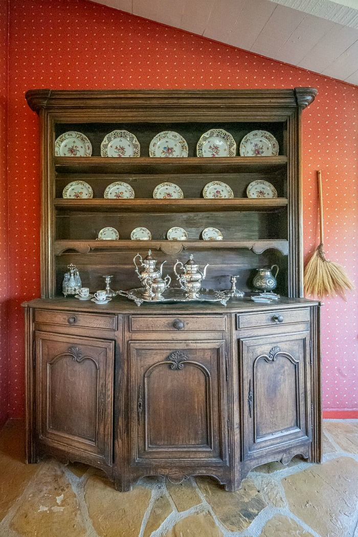 Dining Room Hutch Julien's Auctions Doris Day House