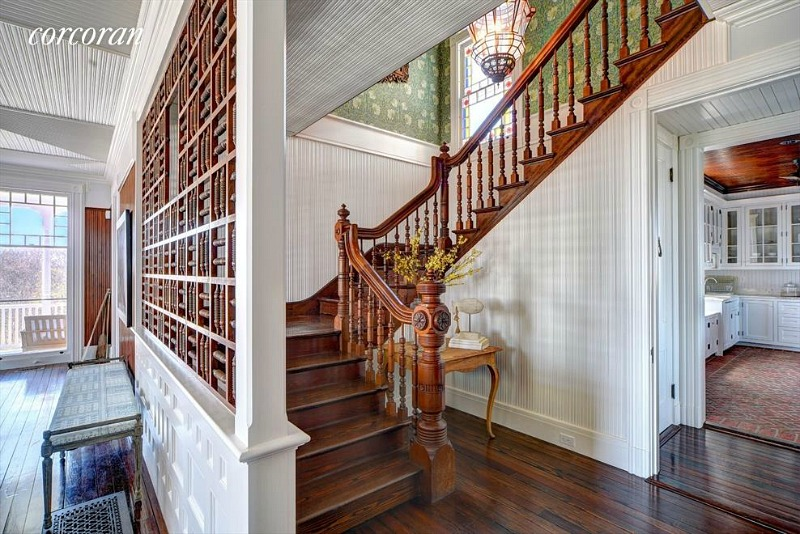 176 Deforest Montauk For Sale staircase